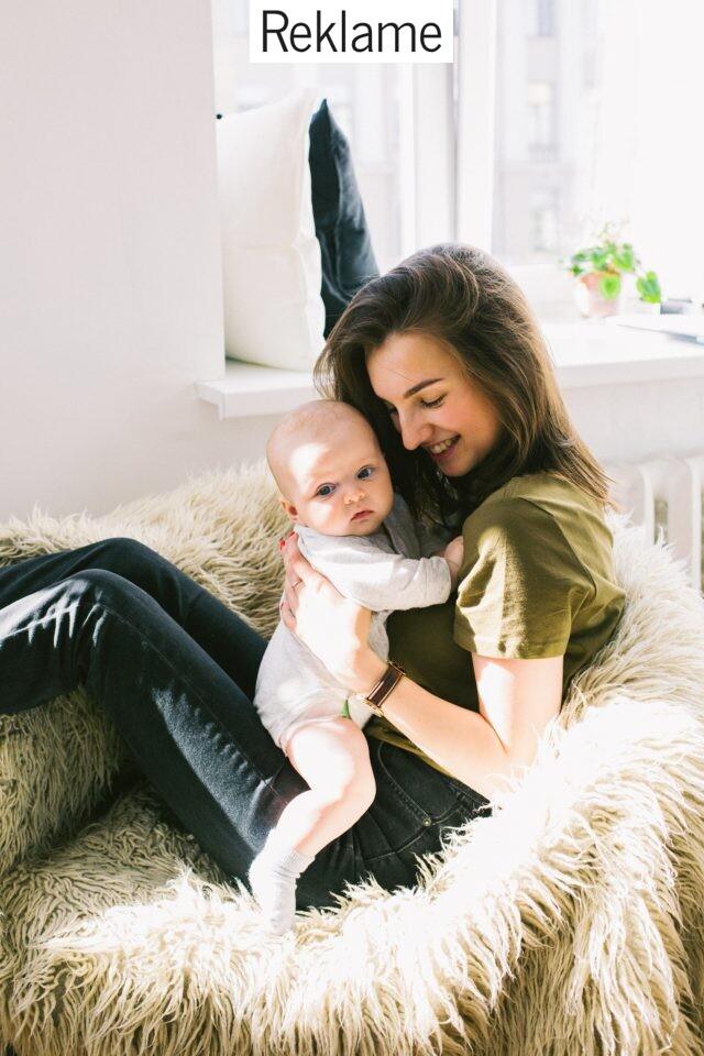 Mor og barn kvalitetstid i stol